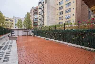 Большая квартира с 100 метровой террасой в центре Барселоны
